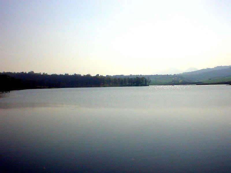 Liqeni Artificial i Tiranes (Foto) LIQENI_ARTIFICIAL_jpg
