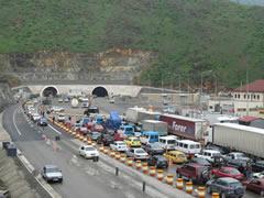 Turqit e Kalimashit lirojne tunelin