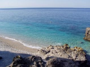 Turizmi shqiptar dhe ndërtimet me leje e pa leje
