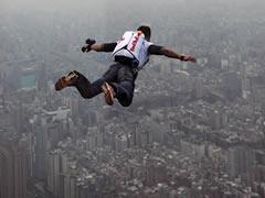 Felix Baumgartner gati per realizuar hedhjen nga hapesira (VIDEO-FOTO)