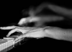 syri - Truri - Faqe 2 1354009526-pianiste