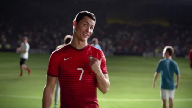 Super reklame nga Nike, superyjet ne nje reklame
