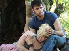 Dy te rinj, emigrante shqiptare cojne ne Festivalin e Kanes nje film grek 'Xenia'