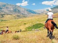 Reportazh/Yahoo Travel: Malet e Shqiperise, shtigjet ku kaloi Bajroni mbi kale