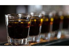 Personat qe e teprojne me alkoolin, rrezikojne atak ne zemer