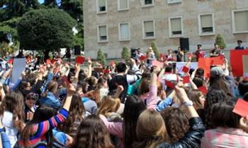 Arsim publik falas, studentet kembekryq para Kryeministrise