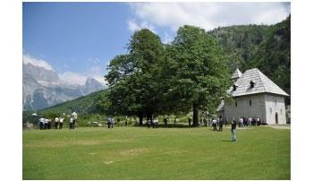 Turizem, Thethi llogarit 15,000 turiste, 70% te huaj