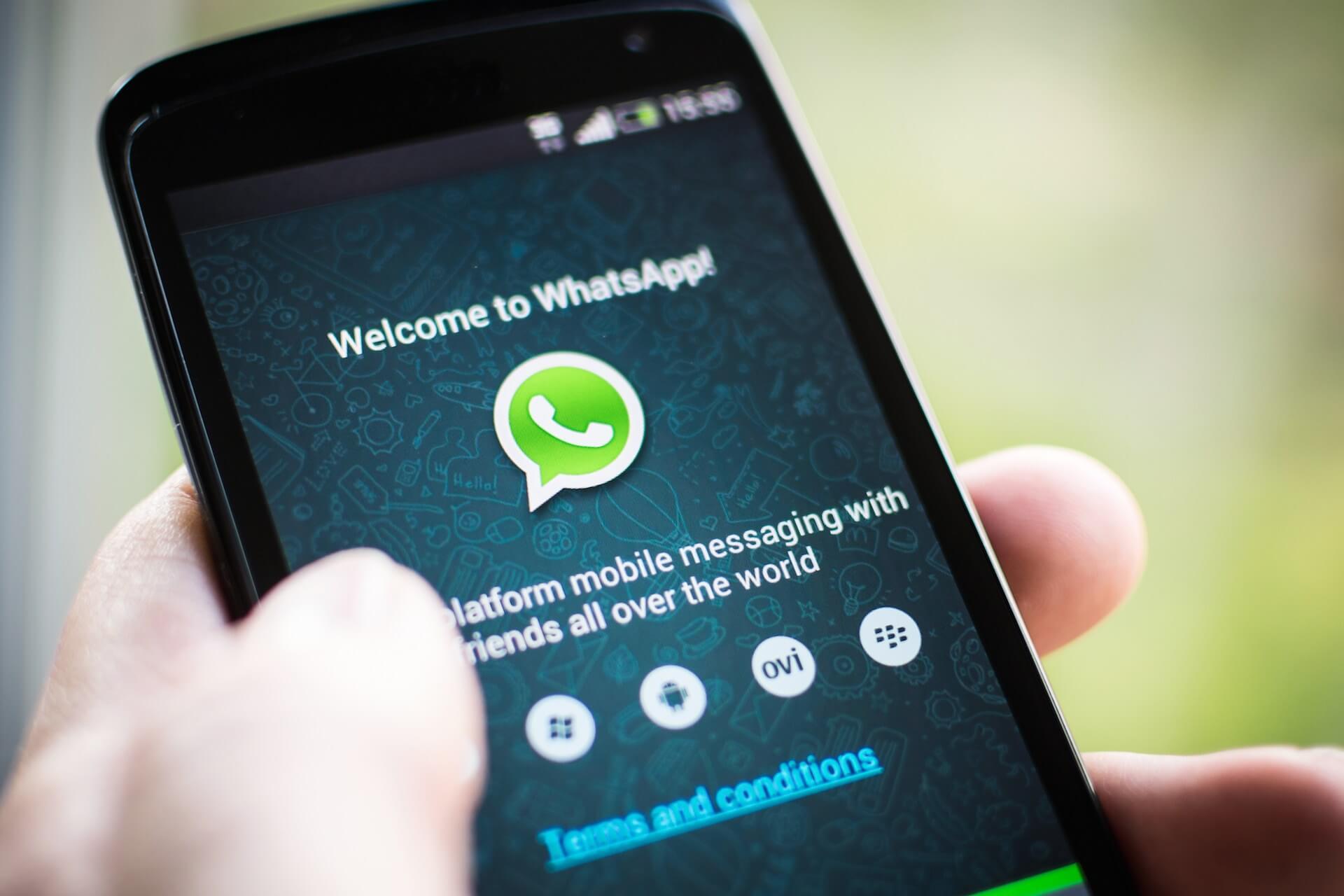 Mesazhet e derguara gabim ne WhatsApp, vjen opsioni i ri qe i fshin