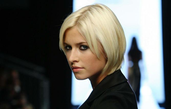 Фото девушек с короткими стрижками блондинки
