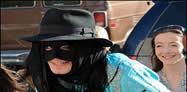 Zorro i ri, Majkell Xhekson me maske