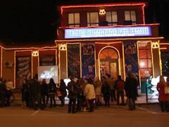 Teatri i Kukullave shfaq  'Kacamisri kerkon  shoket'