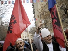 Kater vjet shtet, Kosova ne feste per Pavaresine
