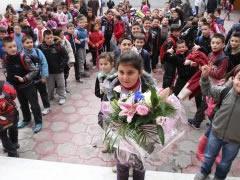 7 Marsi, hall i madh me dhuratat per mesuesit…