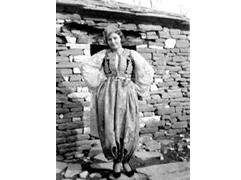 Ne Arkivin e Shtetit, deshmia e dashurise se Hoxhes per italianen Aurelia