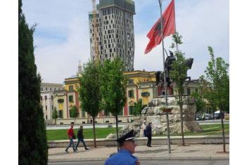Shqiperia, nder shtetet me ore me te gjata pune ne bote, pak produktive
