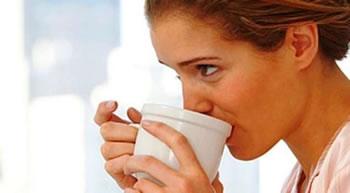 Kafe ne mengjes me stomakun bosh, aspak ide e mire