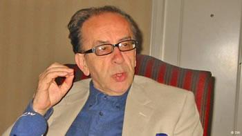Ismail Kadare i beri letrat shqipe pjese te letersise boterore