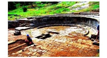 Bie arkeologjia e diktatures, 'gafat' ne monumente