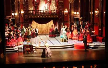 VIDEO/'Shqiptarja e bukur' qe surprizoi publikun me 'La Traviata'
