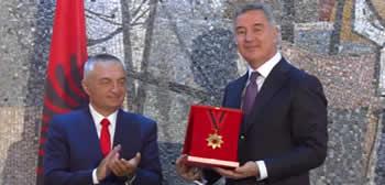 Shteti shqiptar e dekoroi Milo Gjukanovic me nderin me te larte Urdherin e flamurit kombetar