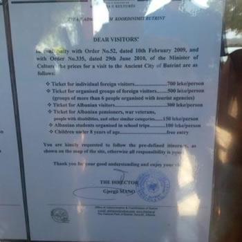 Si i zhvat shteti turistet e huaj, paguajne dyfish bileten ne Butrint