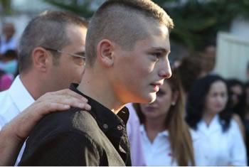 Ministri Tahiri 'ne vend te babait', shoqeron ne shkolle djalin e policit te vrare