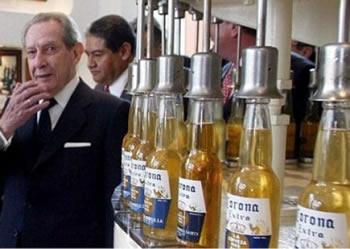 Pronari i birres Corona i jep cdo banori te fshatit te tij nga 2 milione dollar